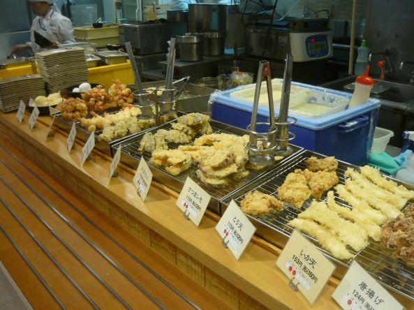 Los comedores en la ciudad de Tokio son lugares muy comunes Shokudo de las personas comen diferentes tipo de Ramen. Fotografía Roy Jiménez, 2013.